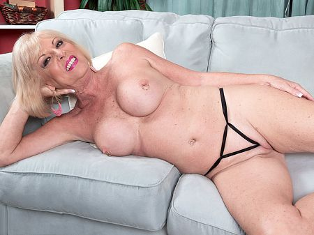 Scarlet Andrews - Solo MILF video