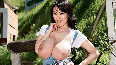 Hitomi Goes Country