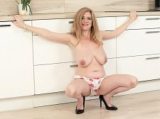Cilla takes a horny day off