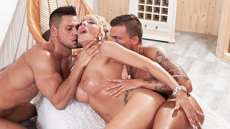 Lana Vegas - XXX MILF video