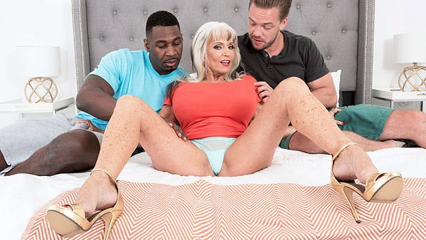 Sally D'Angelo Double the penetration, double the fun for Sally