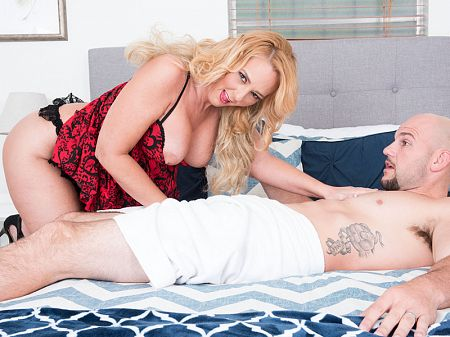 Penelope Star - XXX MILF video