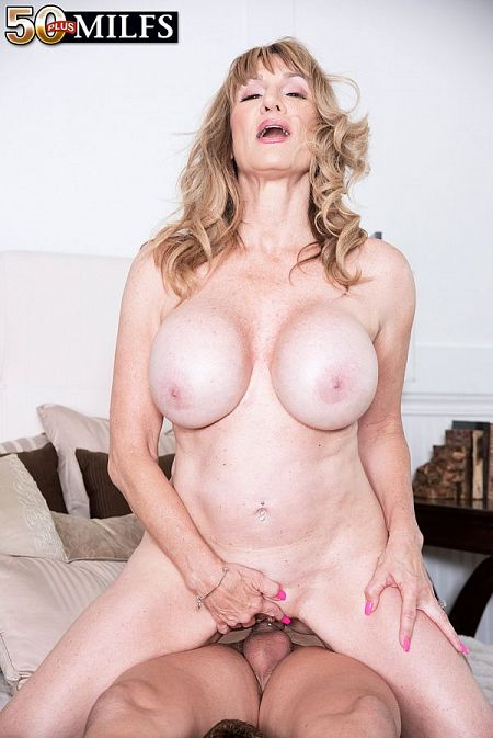 Big-titted Roxy's first porn scene