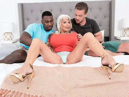 Sally D'Angelo - XXX MILF video
