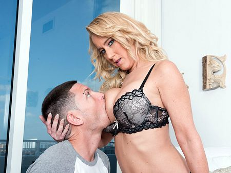 Tabatha Jordan - XXX MILF video
