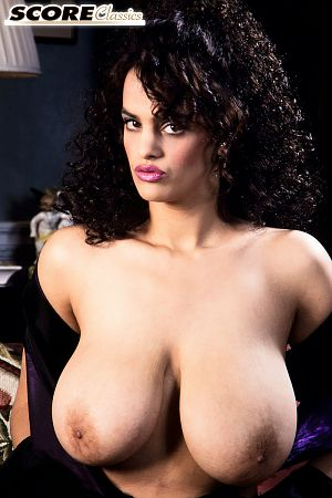 Nilli Willis - Solo Big Tits photos