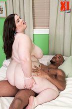 Xl girl worships black tool. XL Girl Worships Black cock Holly