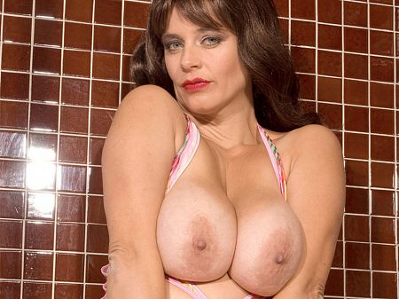 Busty Tina - Solo Big Tits video