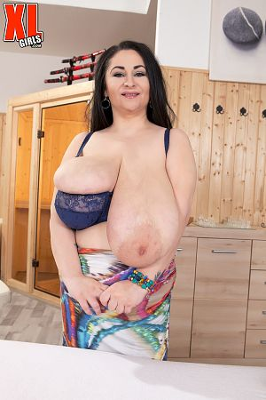 Alice85JJ - Solo BBW photos