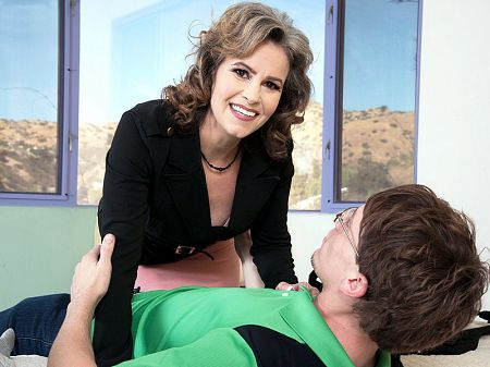 Payton Parker - XXX MILF video