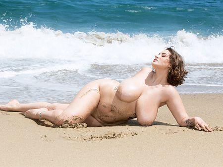 The Watcher Spies On Daria Enjoying A Beach Day