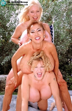 Minka October 2002 Score With Plenty & Kayla