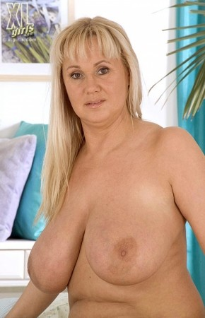 Eva -  Big Tits photos