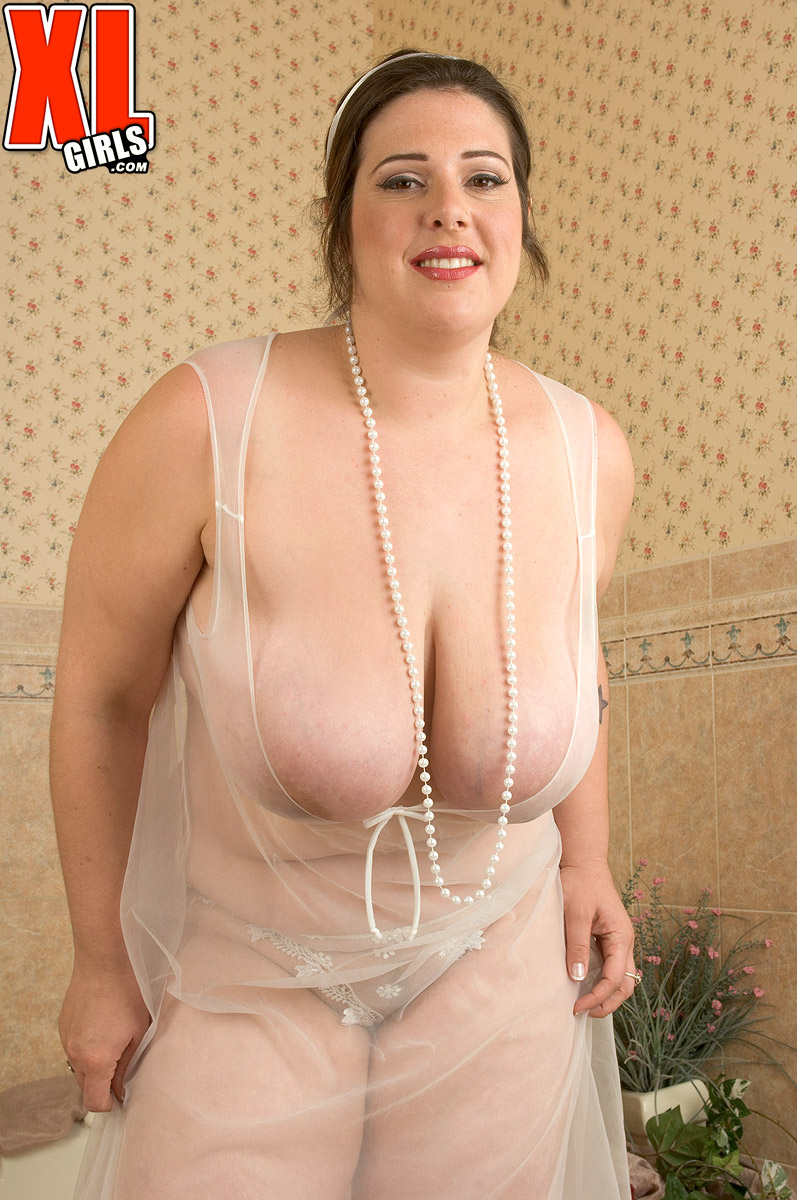 Huge tit woman