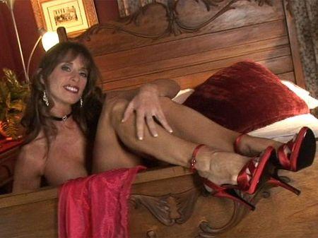 Amateur girl naked at work