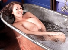 Bath time with the great Leanne Crow