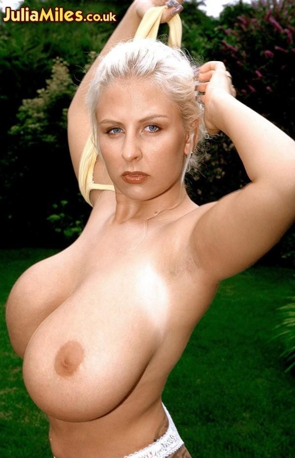 Outdoor Tit-Fuck Fantasy