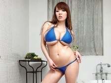 Shower time with Hitomi
