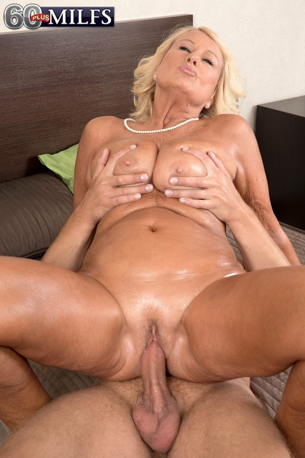 pregnant blonde pussy