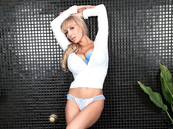 Venera's wet Tee and pussy show