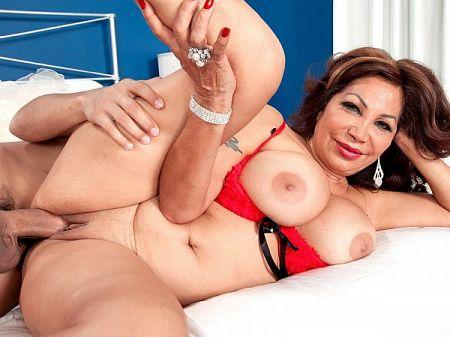 Latina mom gets a creampie