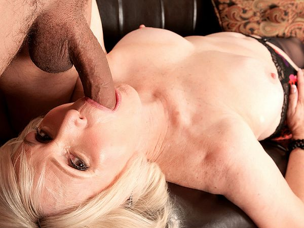 Lola Lee loves a young guy's creampie