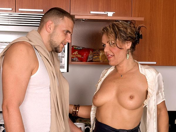 Kelly Leigh's anal fill-in