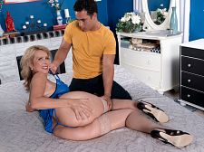 The new hot mom has big funbags and a well-fucked ass