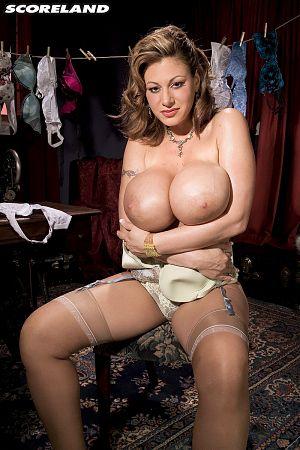 Juggy Doll Crystal Gunns Modeling Topless