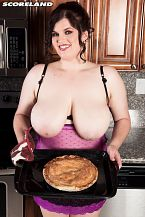 There's a In nature's garb Goddess In The Kitchen