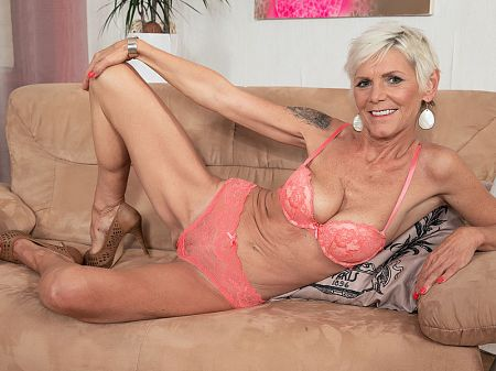 55 year old gilf webcamwho is she - 1 part 3