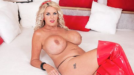 The Boobs & Boots Of A Blonde Brickhouse Brit
