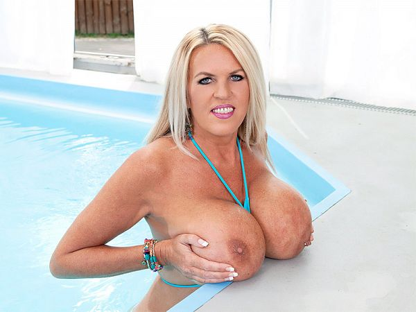 Shannon's Poolside Bust-out