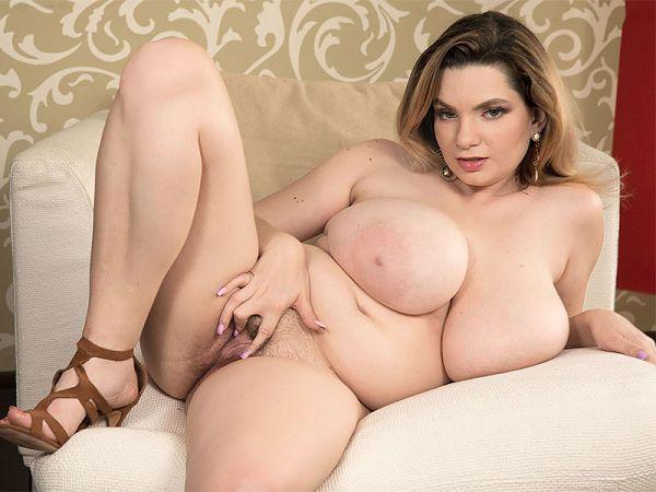 Big Titty, Nice Kitty