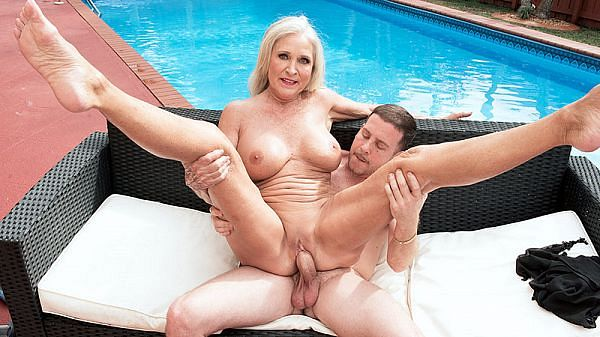 Katia's poolside seduction
