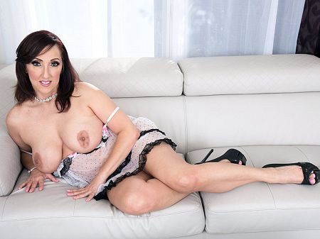 The new MILF in town: Missy Masters!
