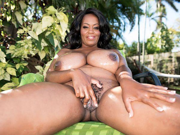 Amora Lee, Big Boobs & Lots of Oil