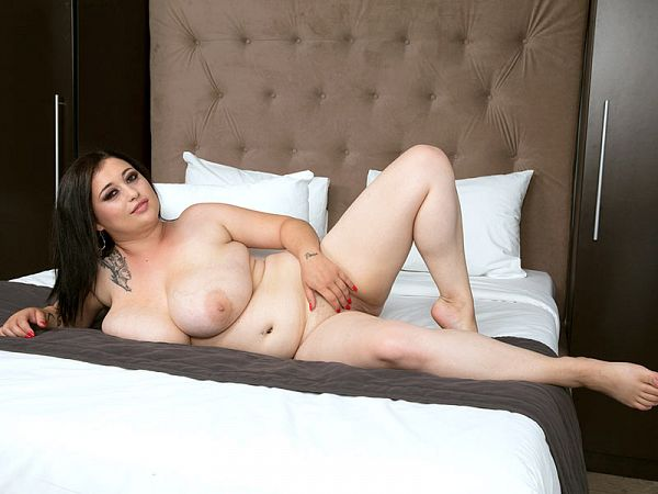 Amie Taylor: The Sexy Girl-Next-Door