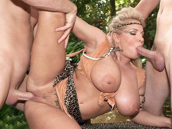Mamazon Rachel Gets A Jungle Threesome