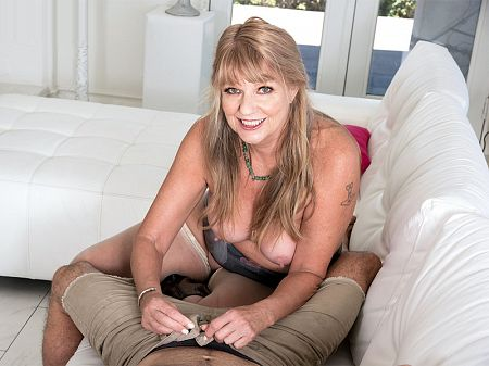 Mia Magnusson's hands-on sex lesson