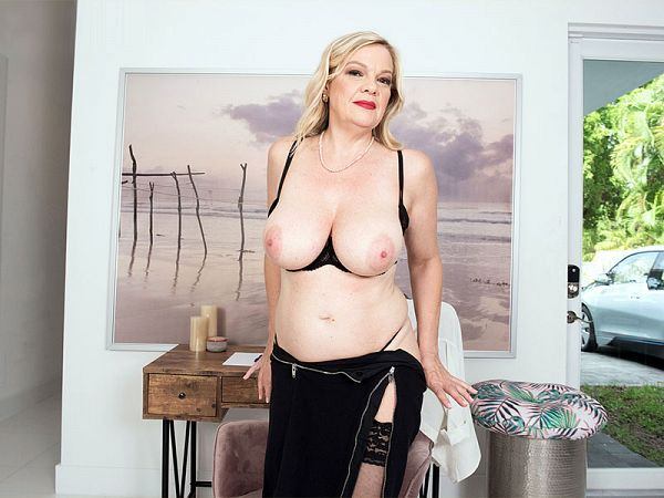 Lena's tits and pussy show