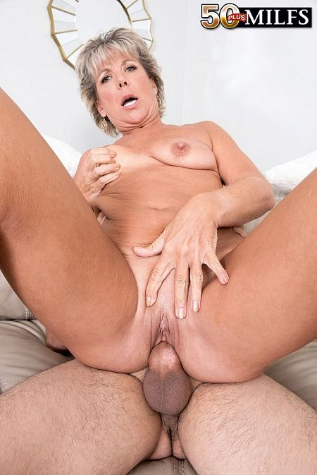 Constance, 52, fucks a 23-year-old
